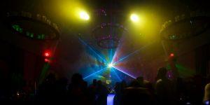 Lasershow in der Scheune