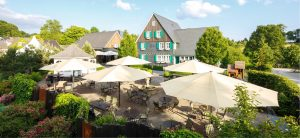 Terrasse vor dem Haus. Landhaus Spatzenhof in Wermelskirchen